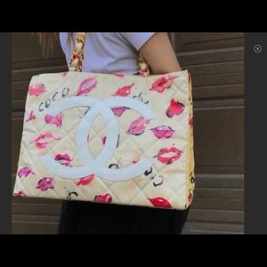 CHANEL XL LIPS And Kisses Graffiti Tote EUC